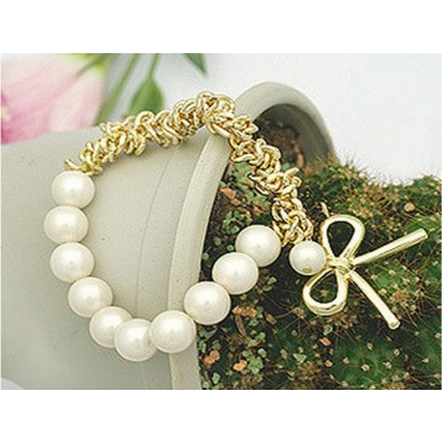 http://www.orientmoon.com/16121-thickbox/faddish-lovely-pearl-bowknot-bracelet-b261.jpg