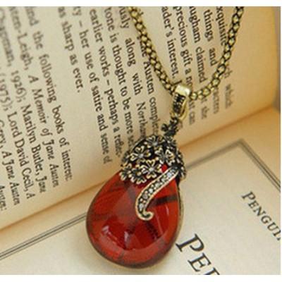 http://www.orientmoon.com/17835-thickbox/hot-sale-korea-hollow-carve-rhinestone-necklace.jpg