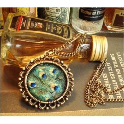 http://www.orientmoon.com/17882-thickbox/koera-retro-peacock-feather-rhinestone-sweater-chain-t094.jpg