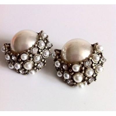 http://www.orientmoon.com/17937-thickbox/faddish-palace-pearl-alloy-earring.jpg