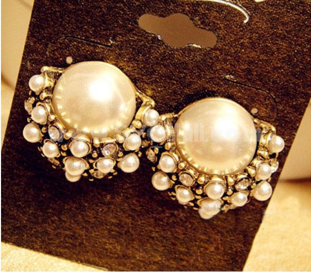 Faddish Palace Pearl Alloy Earring