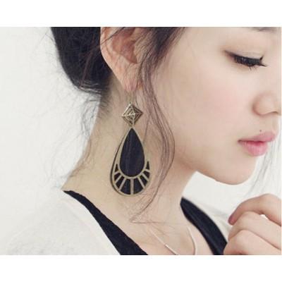 http://www.orientmoon.com/18024-thickbox/korea-vintage-water-drop-earring.jpg