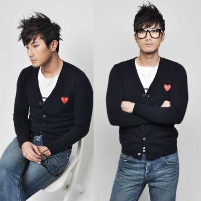 http://www.orientmoon.com/41980-thickbox/trendy-dark-blue-knitting-cardigan-with-red-heart-shaped-badge-8-1018-y08.jpg
