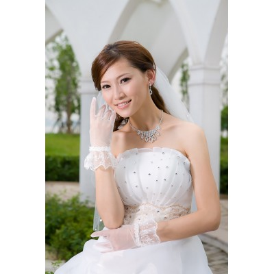 http://www.orientmoon.com/42225-thickbox/tulle-wrist-length-bridal-gloves-with-lace.jpg