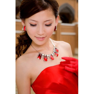 http://www.orientmoon.com/42296-thickbox/exaggerate-shiny-design-alloy-rhinestone-women-s-jewelry-set-including-necklace-earrings.jpg