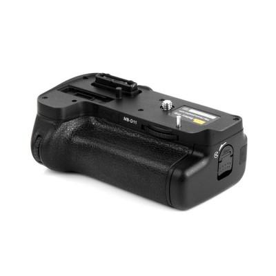 http://www.orientmoon.com/57732-thickbox/pixel-mb-d11-camera-handgrip-for-nikon-d7000.jpg