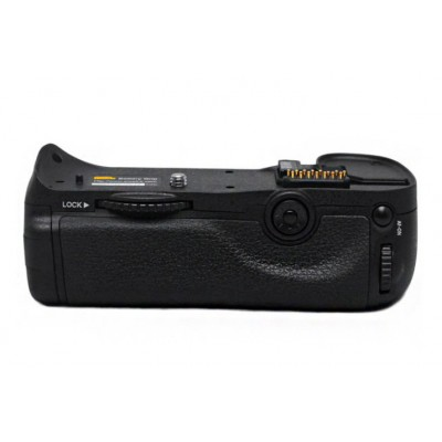http://www.orientmoon.com/57739-thickbox/pixel-mb-d10-camera-handgrip-for-nikon-d300-d300s-d700.jpg