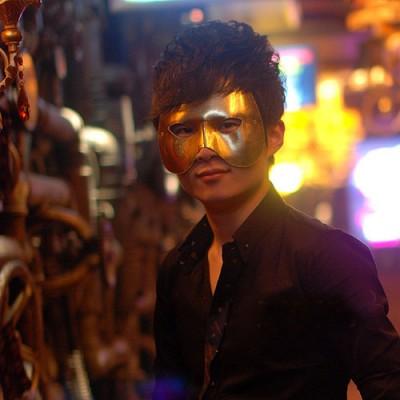 http://www.orientmoon.com/72322-thickbox/halloween-custume-party-mask-male-mask-half-face-30g.jpg