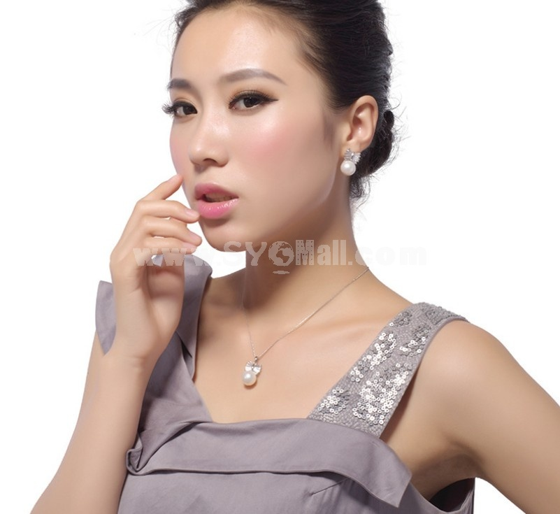 Exquisite Bow & Shell Pearl Ear Stud