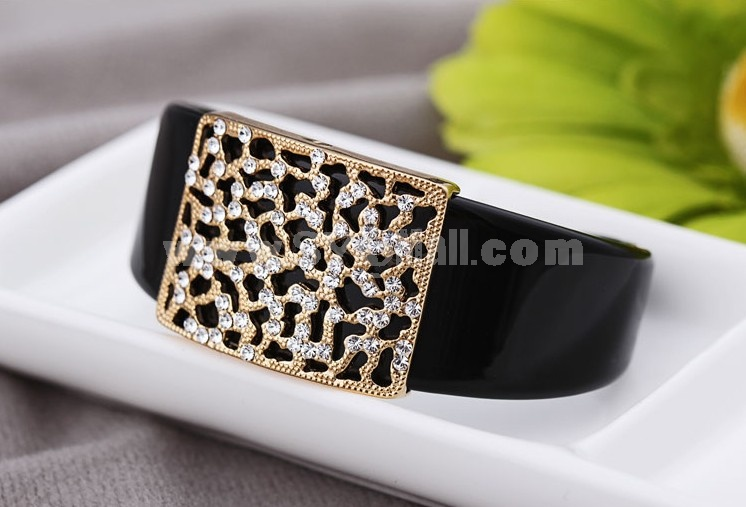 Stylish Retro Pattern Exquisite Rhinestone 18K Gold Plating Bracelet Cuff