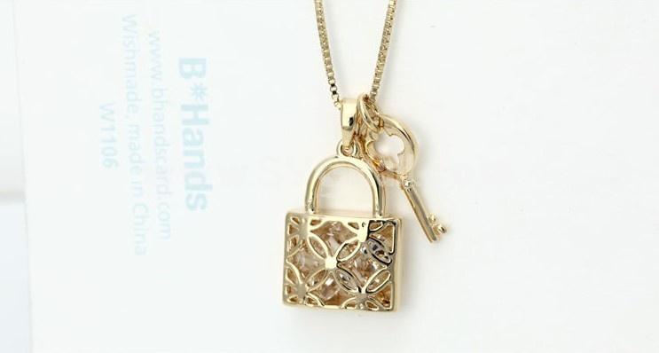 Women's Retro Exquisite Lock & Key Gold Plating Choker