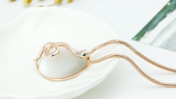 Women's Exquisite Snake & Opal Pattern 18K Gold Plating Choker