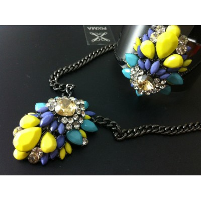 http://www.orientmoon.com/77868-thickbox/exaggerate-luxurious-shiny-color-alloy-with-resin-rhinestone-women-jewelry-set-choker-and-bangle.jpg