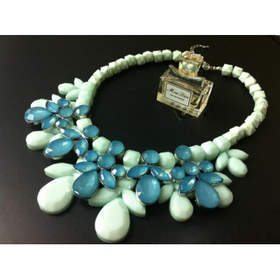 http://www.orientmoon.com/77904-thickbox/exaggerate-luxurious-shiny-candy-color-chunky-alloy-with-resin-rhinestone-women-necklace-choker.jpg