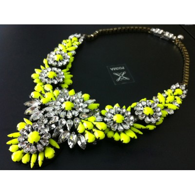 http://www.orientmoon.com/77958-thickbox/exaggerate-luxurious-shiny-soild-color-chunky-alloy-with-resin-rhinestone-women-necklace-choker.jpg