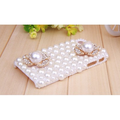 http://www.orientmoon.com/78524-thickbox/pearl-four-leaf-clover-pattern-rhinestone-phone-case-back-cover-for-iphone4-4s-f0003.jpg