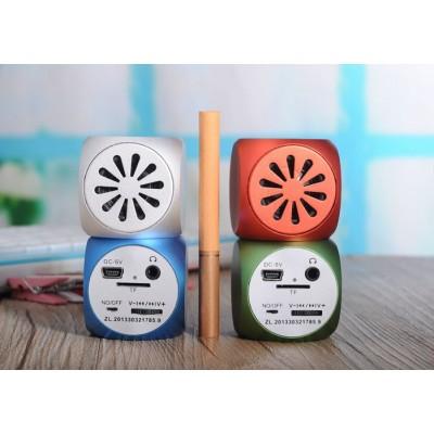 http://www.orientmoon.com/80151-thickbox/lc-07-aluminum-mini-portable-multi-card-reader-speaker.jpg