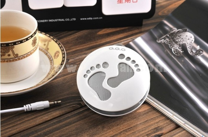 Cute Foot Pattern Mini Portable Multi Card Reader Speaker with FM Radio