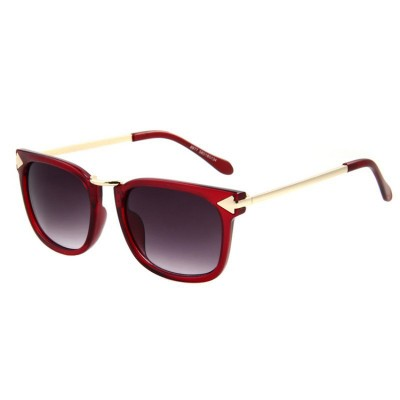http://www.orientmoon.com/94428-thickbox/women-wayfarer-style-sunglasses-with-spectacle-case-8977.jpg