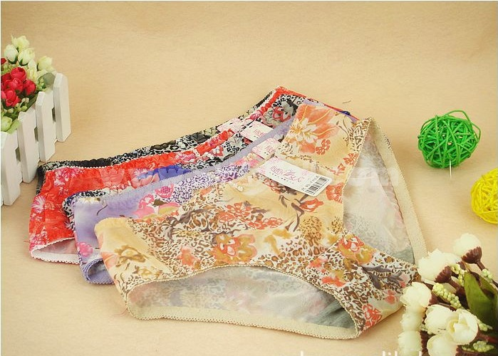 Lady Cotton Solid Color Emboidery Underwear (9918K)