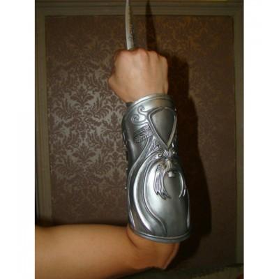http://www.orientmoon.com/94834-thickbox/assassin-s-creed-sleeve-arrow-cosplay-tool.jpg