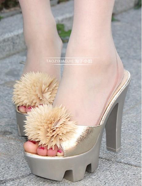 Comfort Flora Decor Chunky Heel Sandals